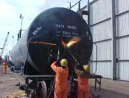 Rail car dismantling